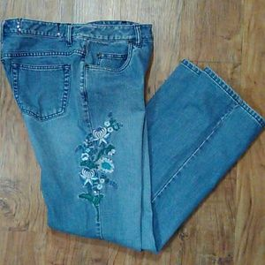 Liz Claiborne Embroidered Jeans  Size: 6